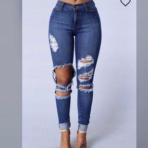 Fashion Nova beach bum jeans distressed sz 3